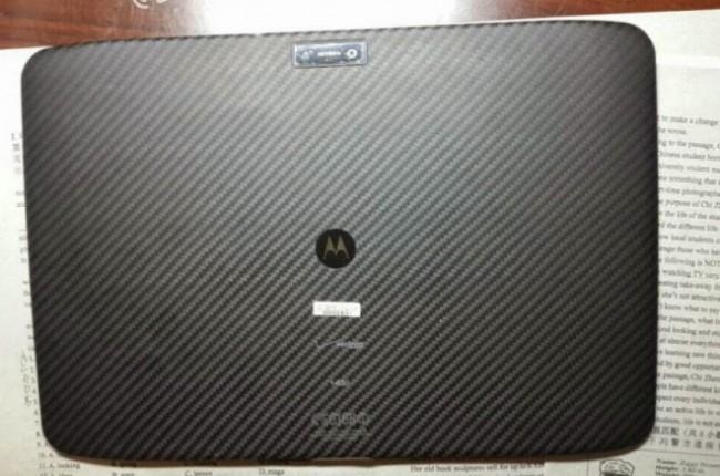 Motorola Xoom 3 с карбоновой крышкой